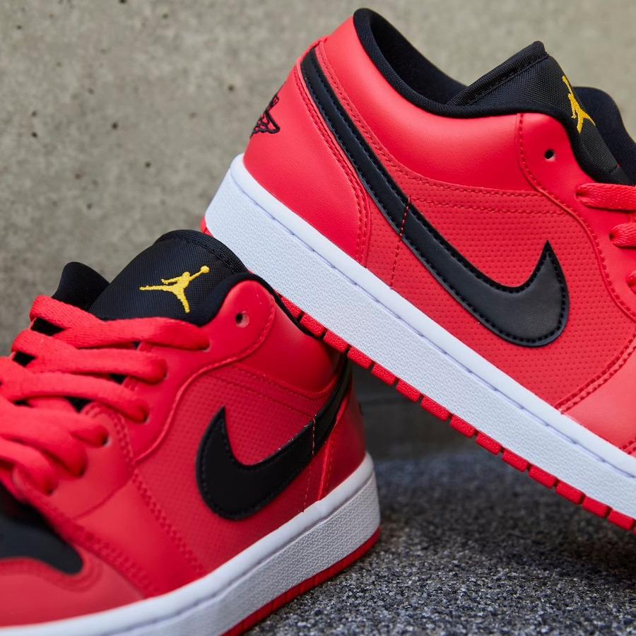 Air Jordan 1 basse pour femme rouge noir et dorée (4)