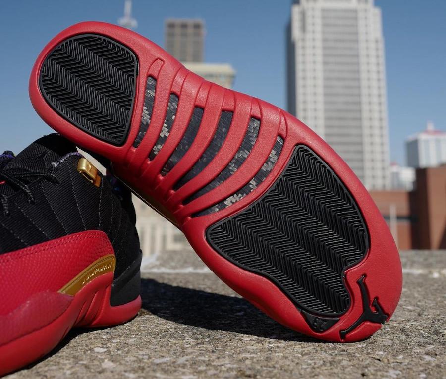 Air Jordan 12 basse rouge et noire 2021 (5)