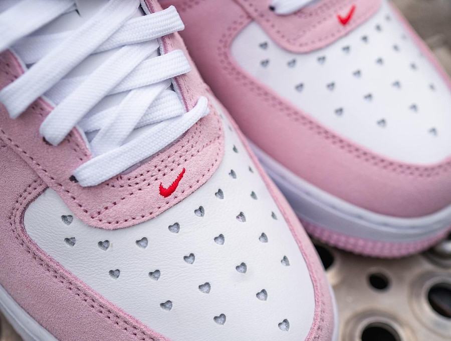 Nike Air Force One Strange Love blanche rouge et rose (7)