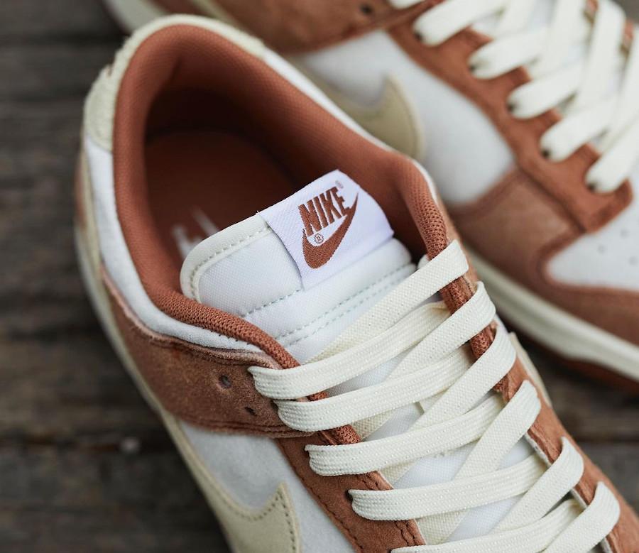 Nike Dunk Low en suède marron et blanc cassé (1)