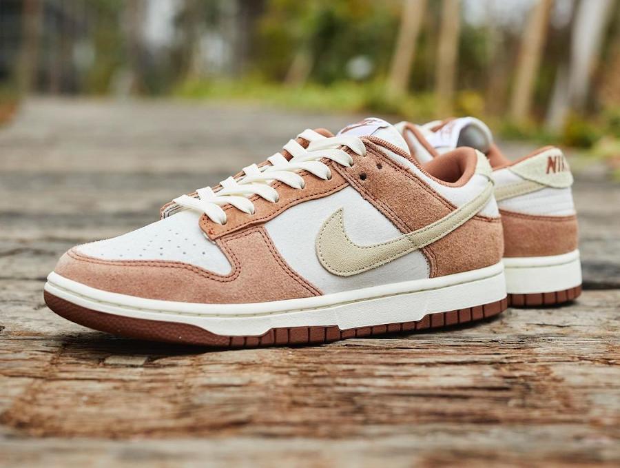 Nike Dunk Low en suède marron et blanc cassé (3)