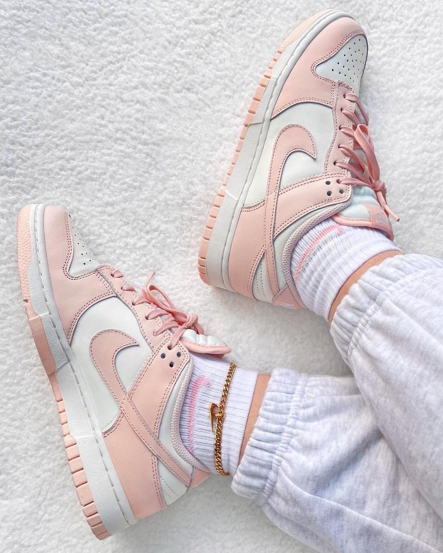 Nike Dunk basse blanche et rose pour fille (2)