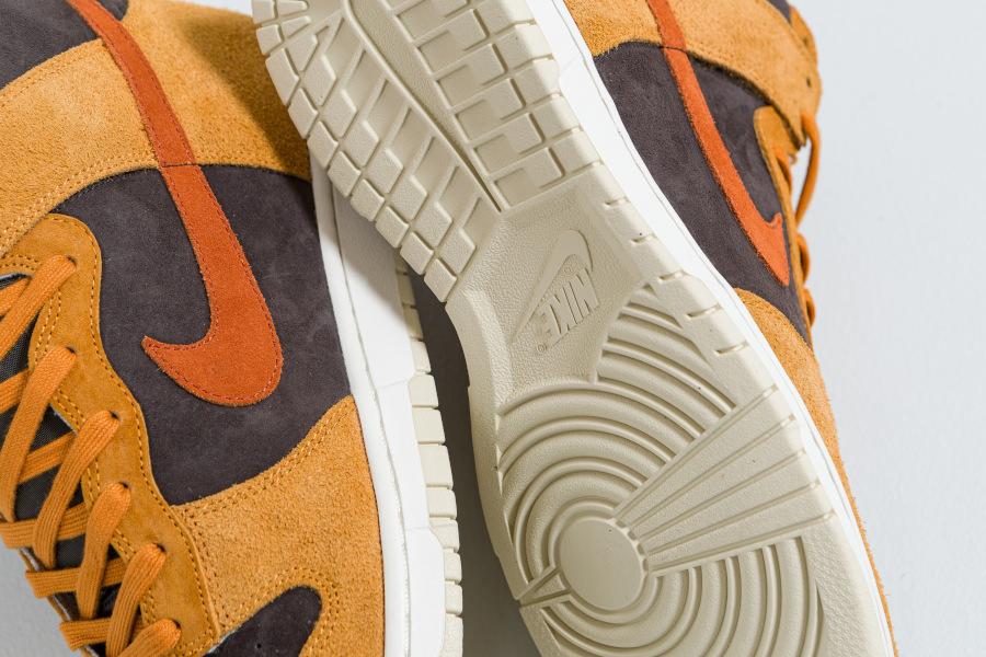 Nike-Dunk-montante-2021-en-daim-marron-3