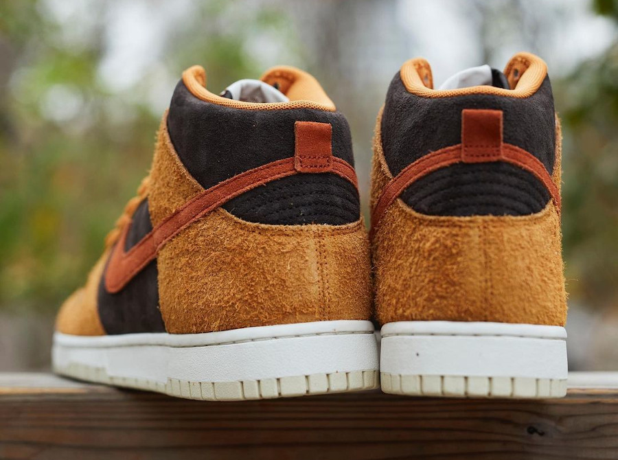 Nike Dunk montante 2021 en daim marron (5)