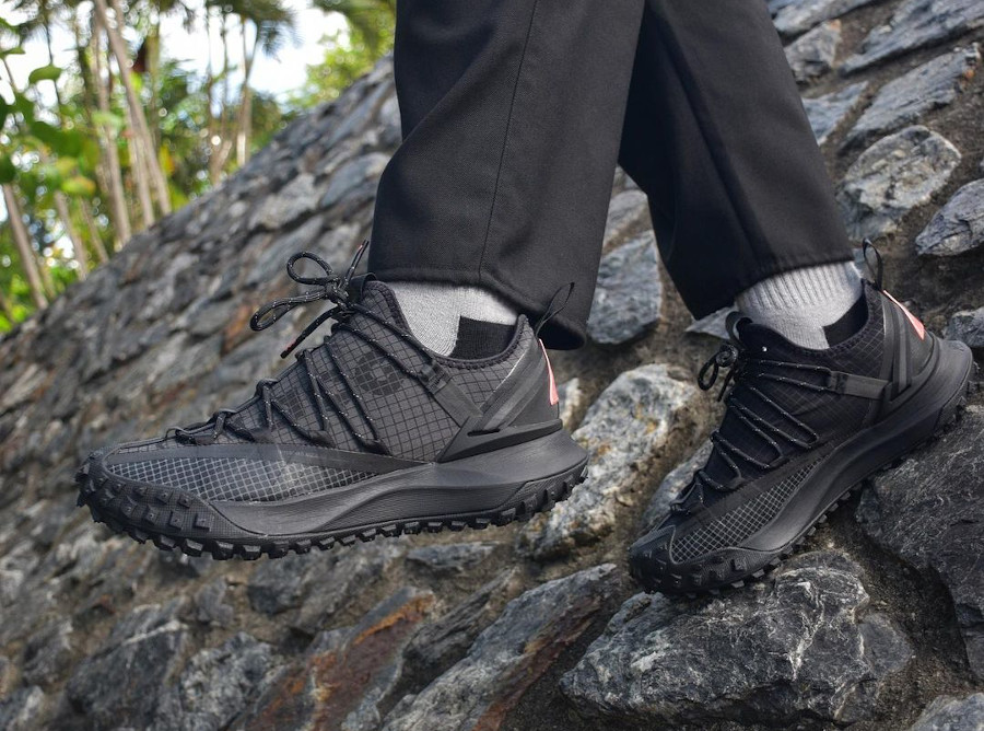 Nike Mountain Fly ACG grise et noire (3)
