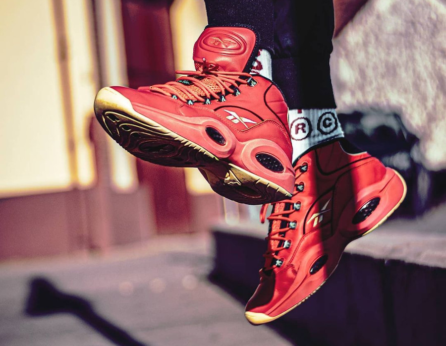 Reebok Question Mid rouge piment on feet (2)