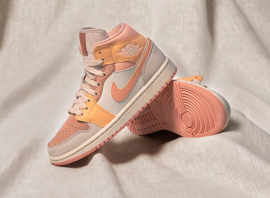 AJ1 Wmns Mid Apricot Agate Atomic Orange DH4270 800