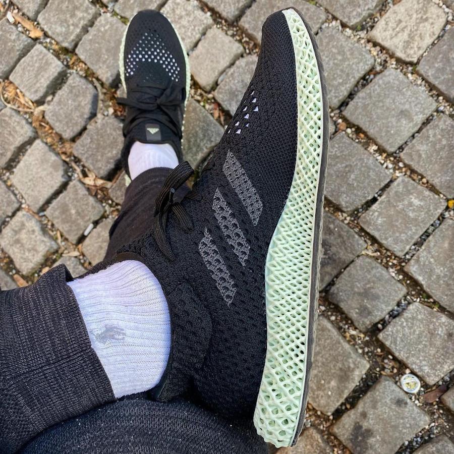 Adidas 4D Primeknit noire et verte on feet (4)