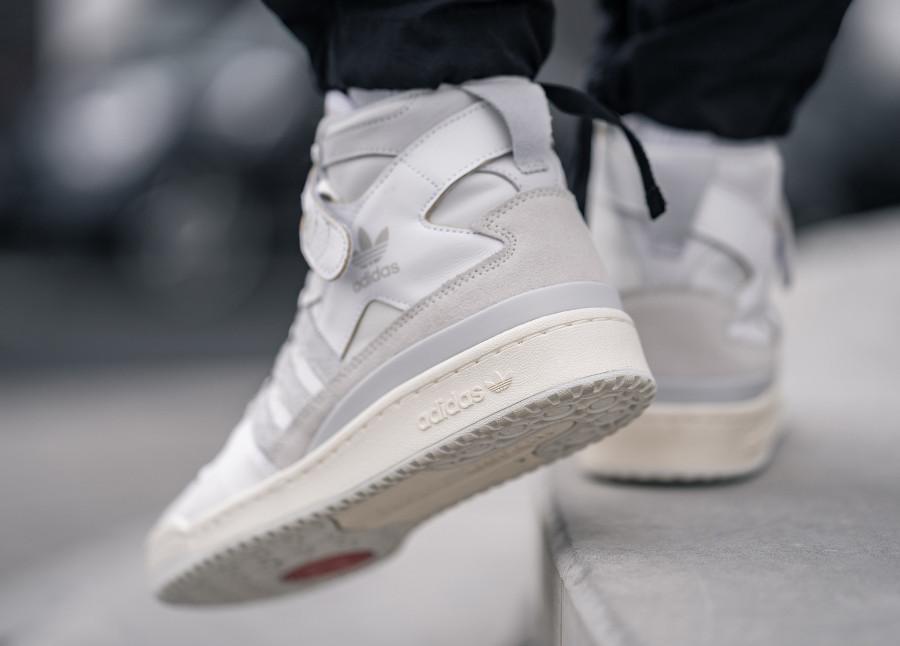 Adidas Forum 84 High blanc cassé et grise (3)