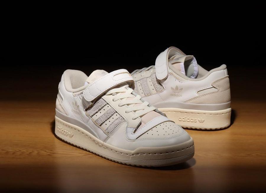 Adidas Forum 84 Low blanc cassé et grise (4)