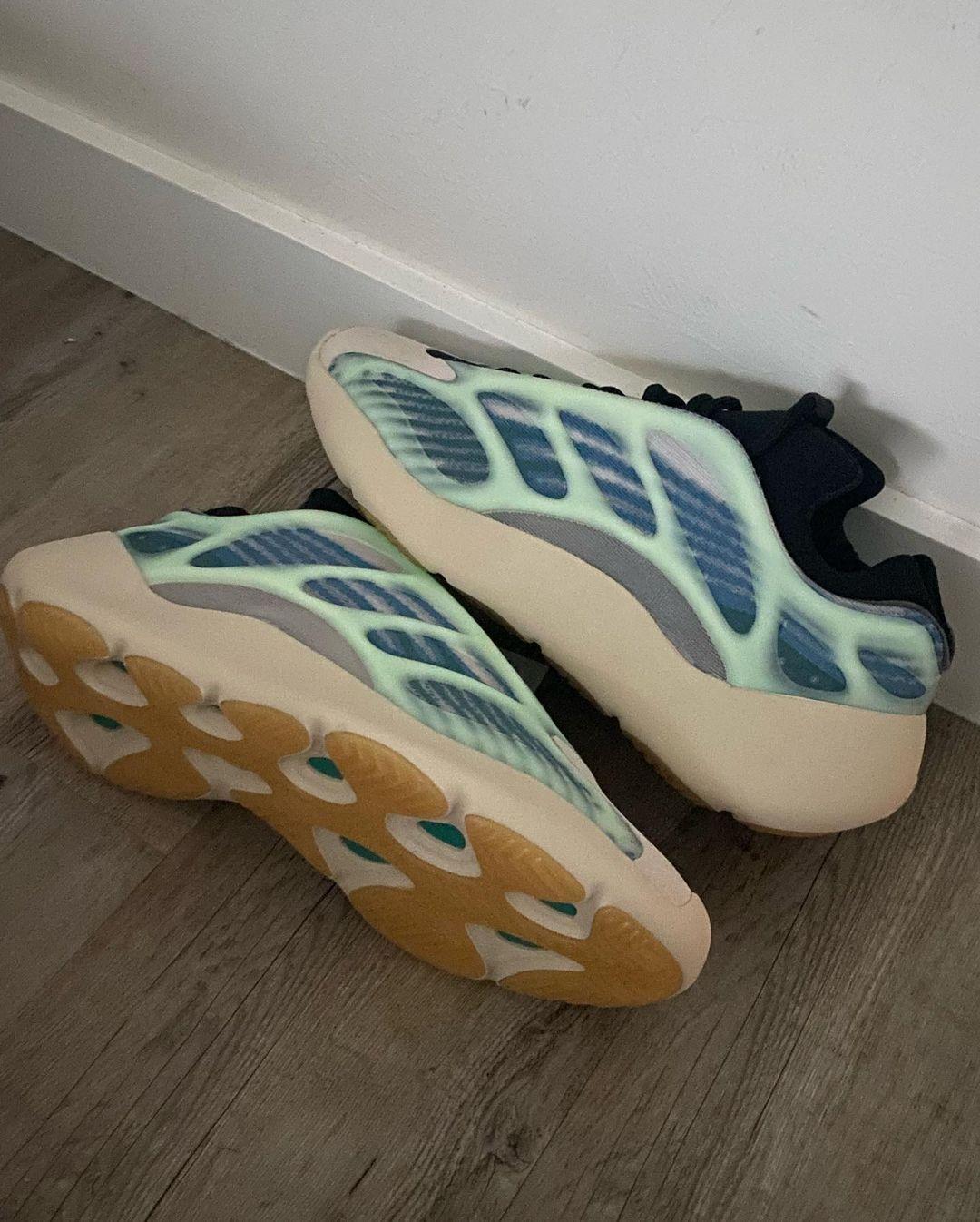Adidas Yeezy 700 V3 bleu pâle (3)