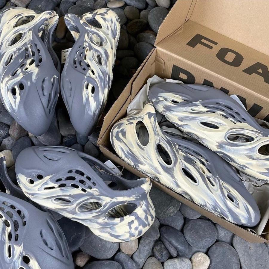Adidas Yeezy Foam Runner grise et blanc cassé (1)
