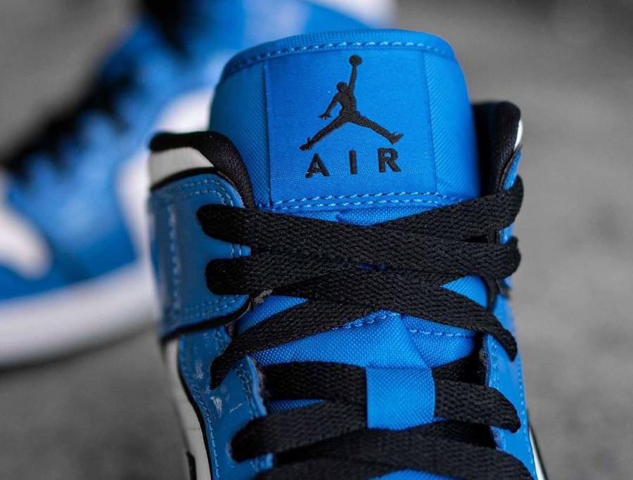 Air Jordan 1 Mid blanche et en cuir vernis bleu (1)
