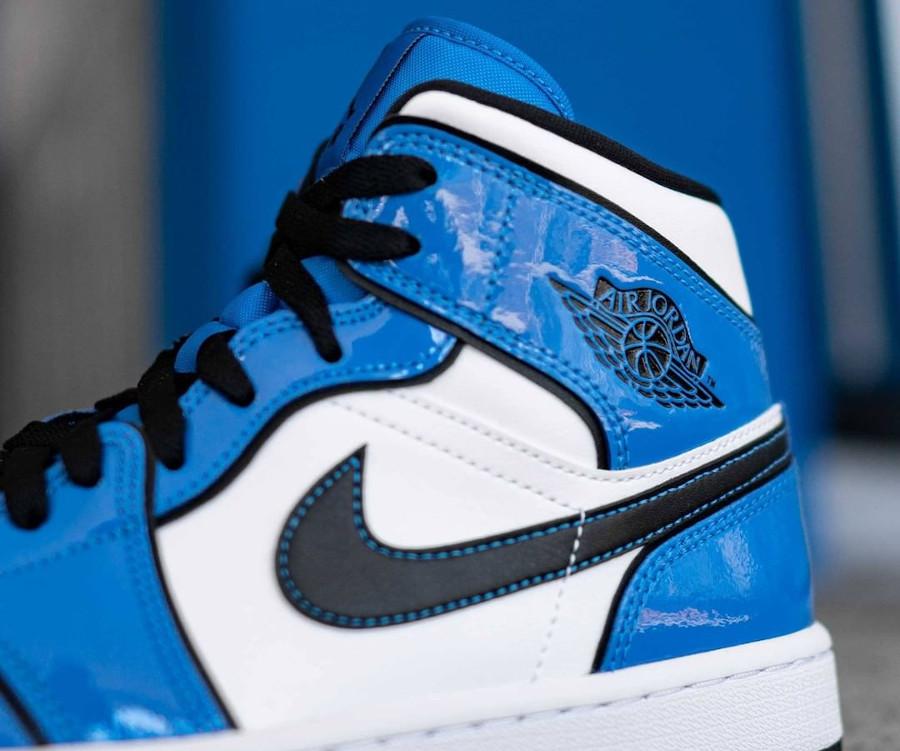 Air Jordan 1 Mid blanche et en cuir vernis bleu (2)