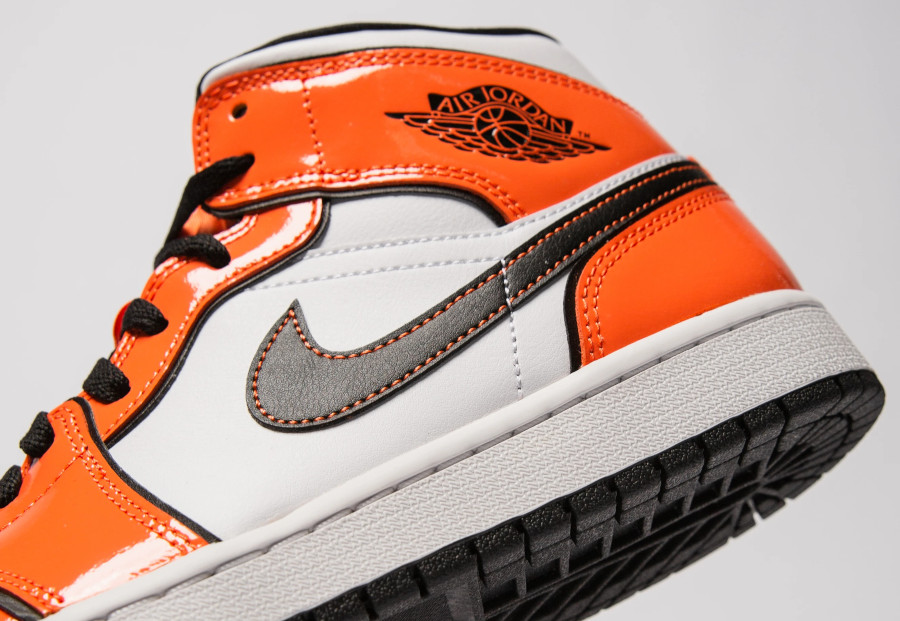 Air Jordan 1 mi-montante en cuir brillant mandarine (1)