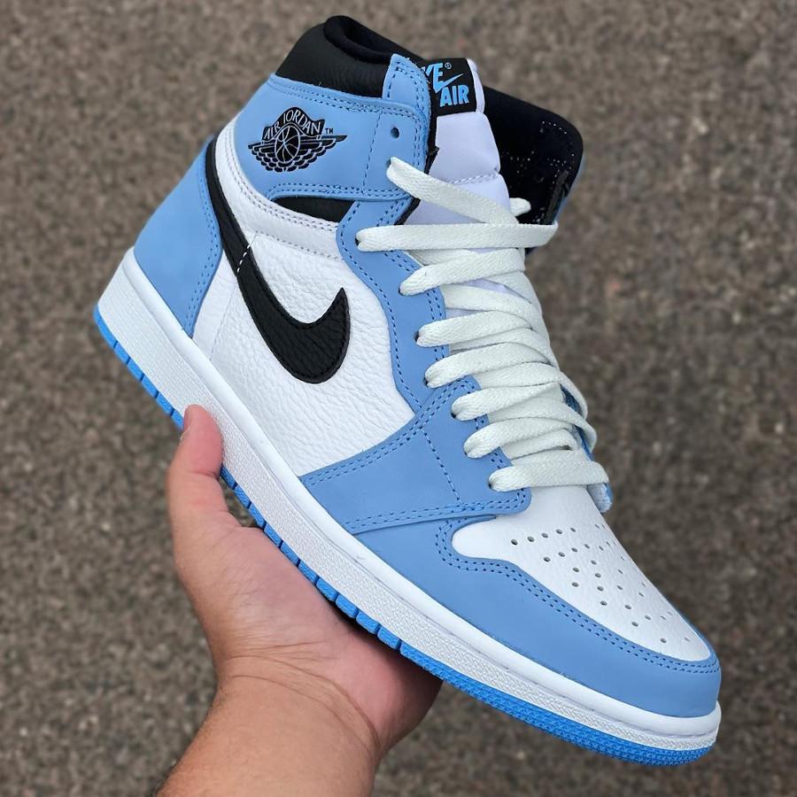 Air Jordan 1 montante blanche bleu ciel et noire (2)