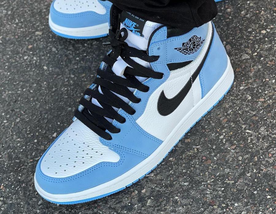Air Jordan 1 montante blanche bleu ciel et noire (7)