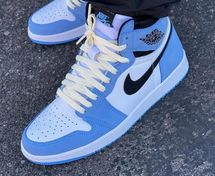 Air Jordan 1 montante blanche bleu ciel et noire (8)