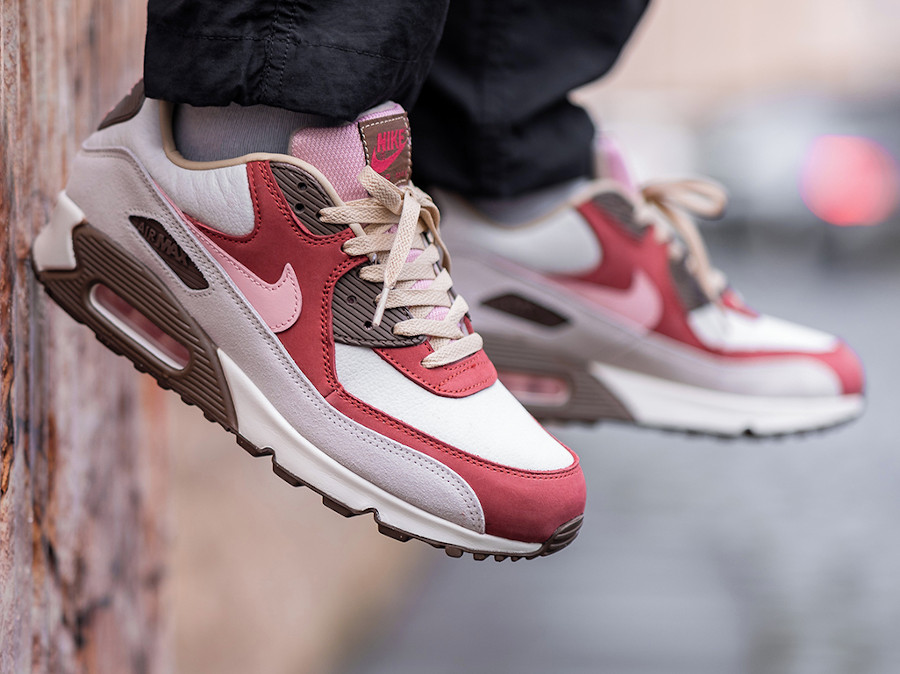 Nike AM90 Daves Quality Meats 2.0 on feet (1)