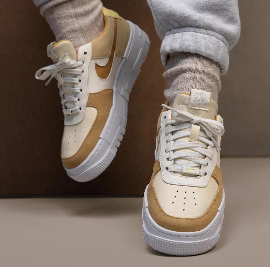 Nike Air Force 1 Pixel lait de coco (3)