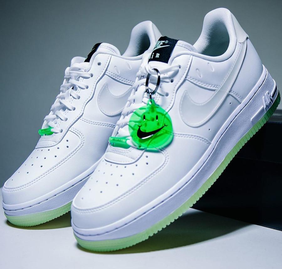 Nike Air Force One blanche vert neon qui brille dans le noir (0)