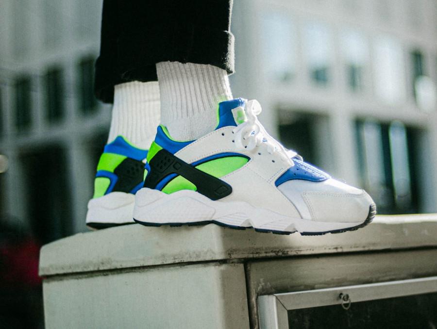 Nike Air Huarache blanche bleu vert fluo (30 ans) (1)