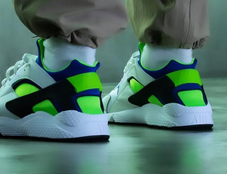Nike Air Huarache blanche bleu vert fluo (30 ans) (2)