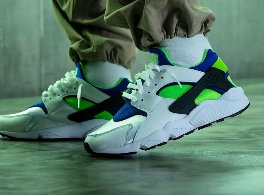 Nike Air Huarache blanche bleu vert fluo (30 ans) (4)