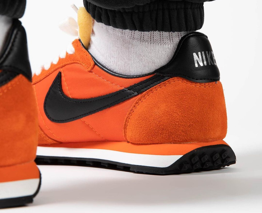 Nike Waffle Trainer II orange et noire (1)