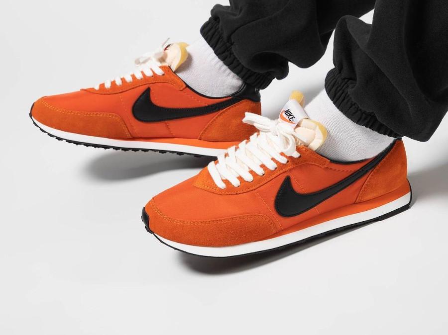 Nike Waffle Trainer II orange et noire (2)