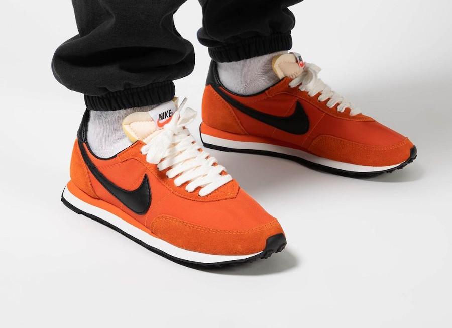 Nike Waffle Trainer II orange et noire (3)