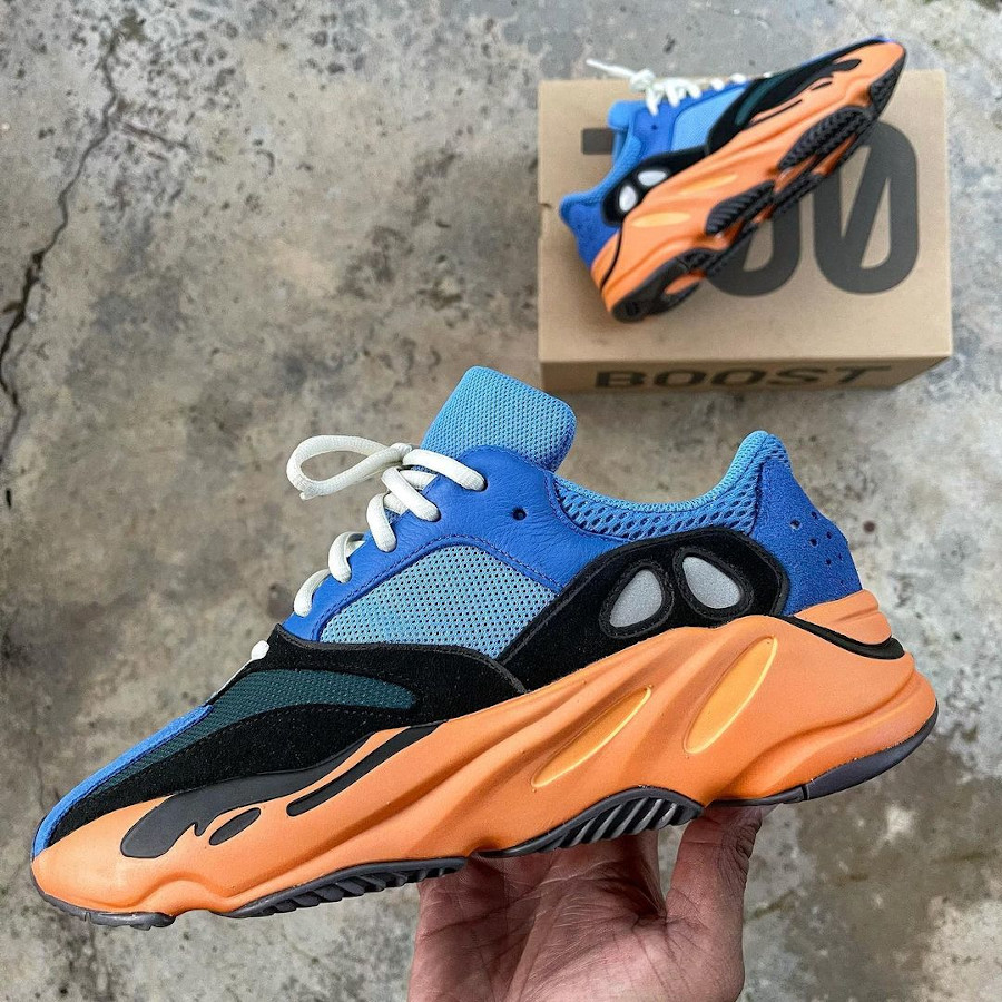 Adidas Yezzi 700 bleue et orange (1)