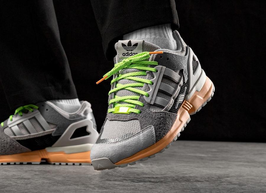 Adidas ZX 10.000 grise et vert fluo on feet