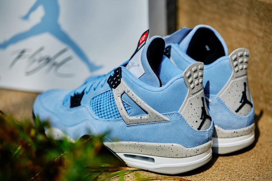 Air Jordan IV en suède bleu ciel 2021 (6)