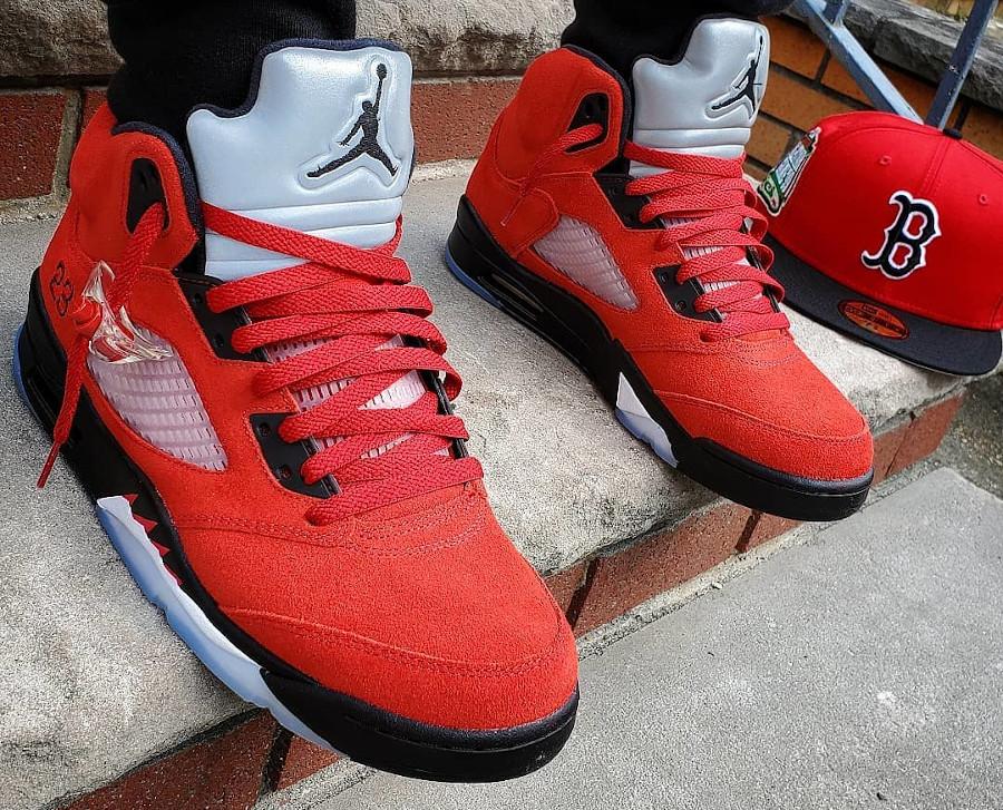 Air Jordan V Retro DMP en suède rouge on feet (1)