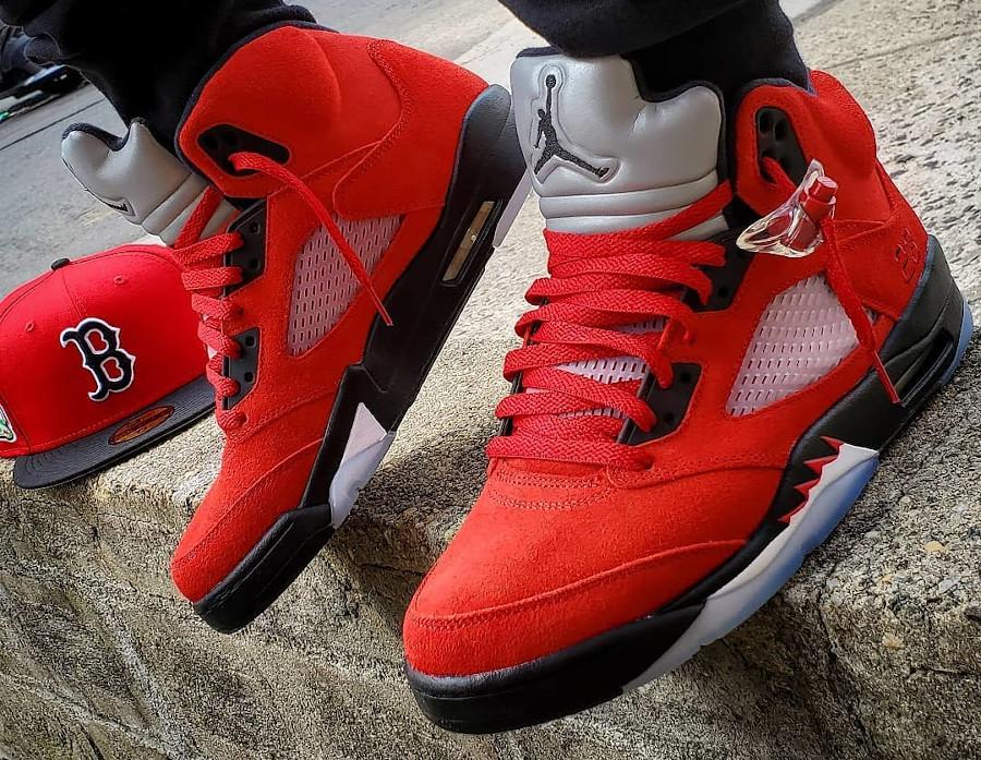 Air Jordan V Retro DMP en suède rouge on feet (2)