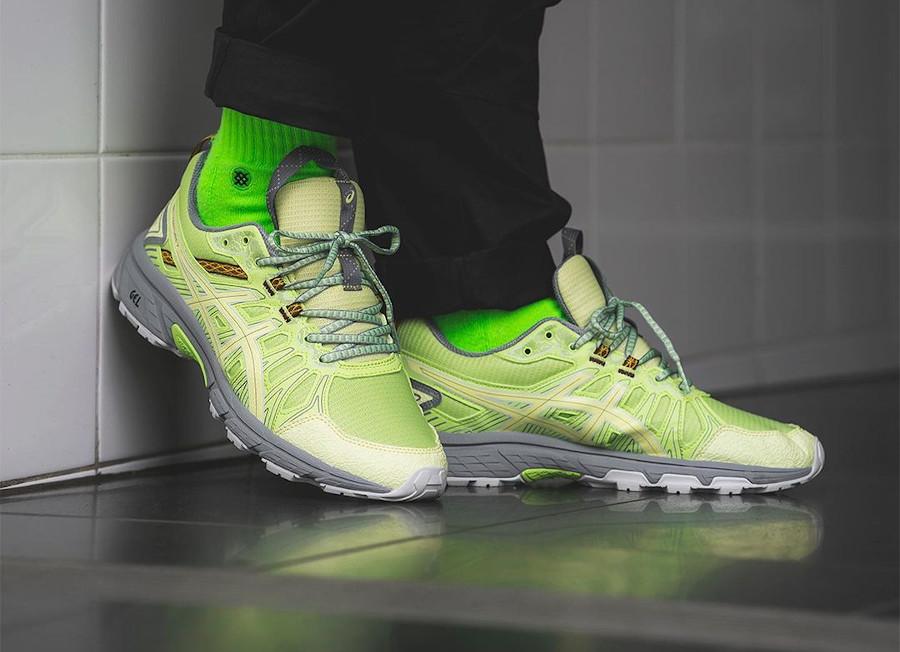 Asics Gel Venture 7 vert citron et grise on feet