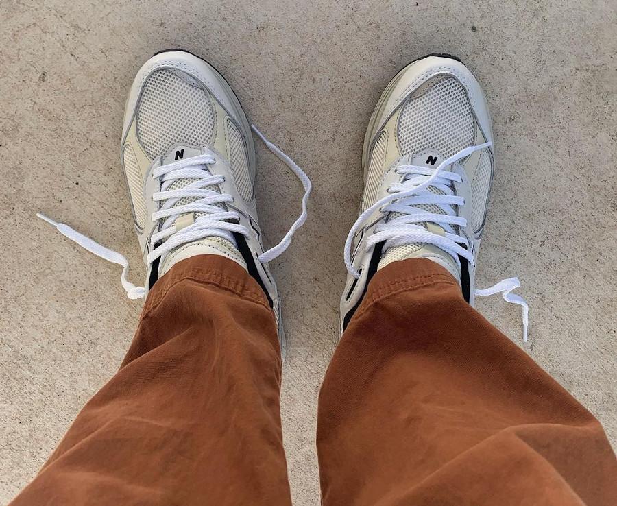 New Balance 2002R grise blanc cassé et noire (4)