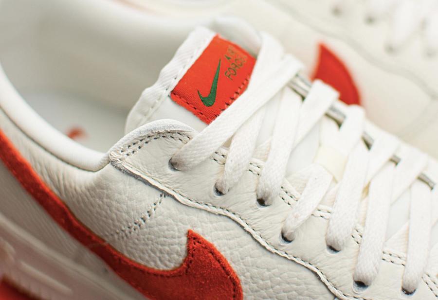 Nike AF1 Low 2021 blanc cassé et orange (1)