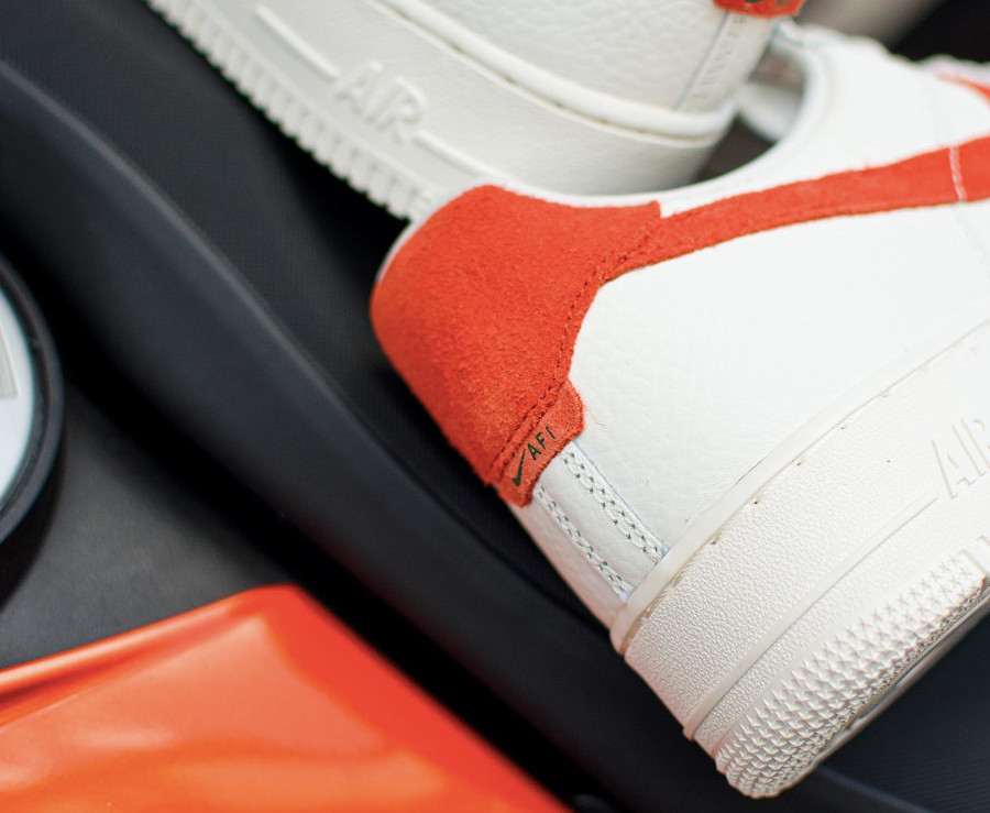 Nike AF1 Low 2021 blanc cassé et orange (2)