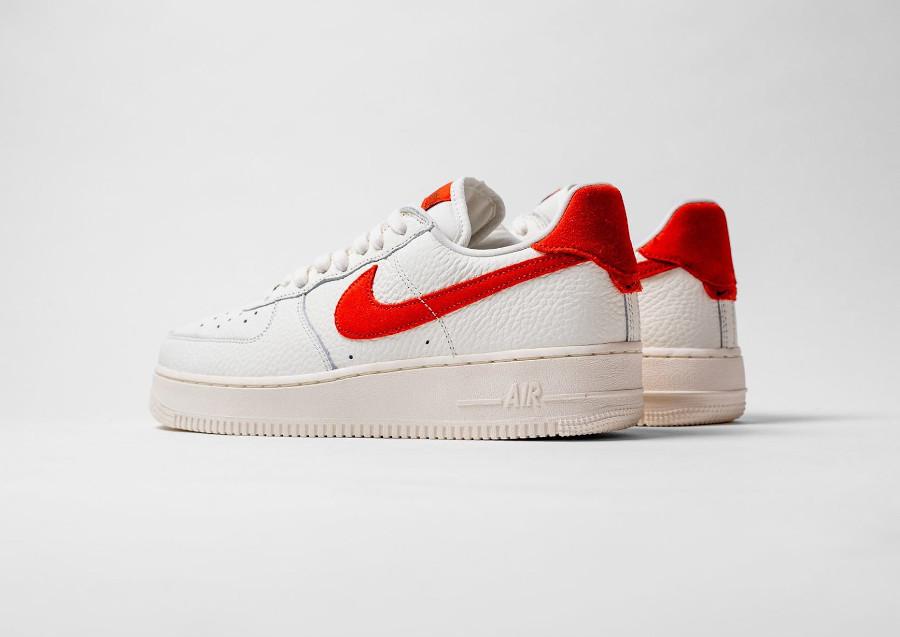 Nike AF1 Low 2021 blanc cassé et orange (3)
