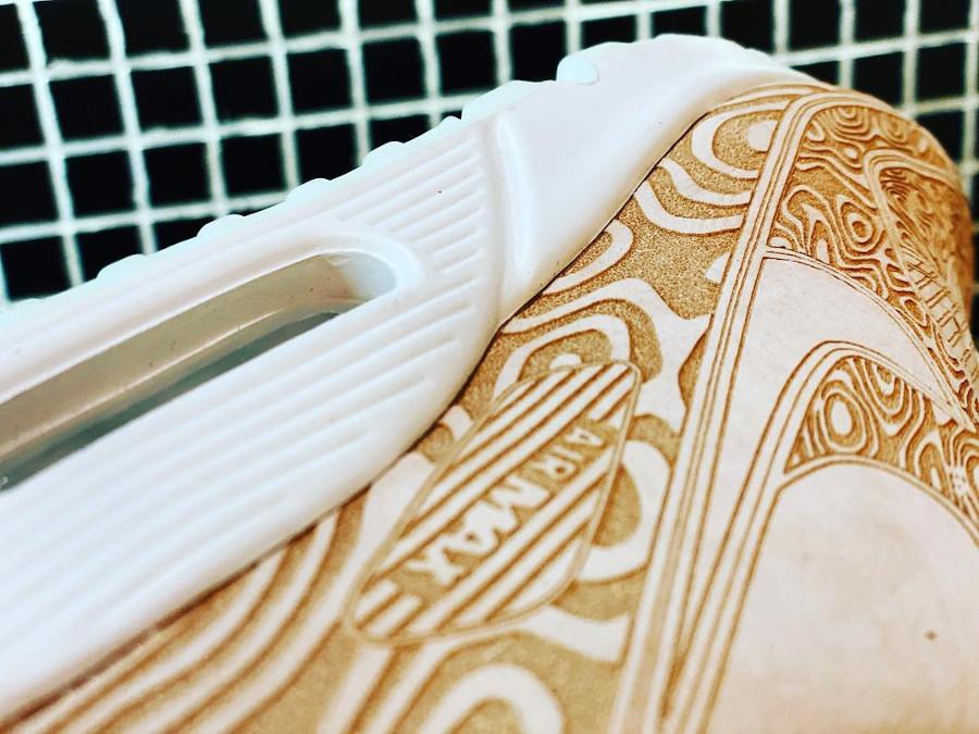 Nike AM90 PRM beige avec des gravures (1)
