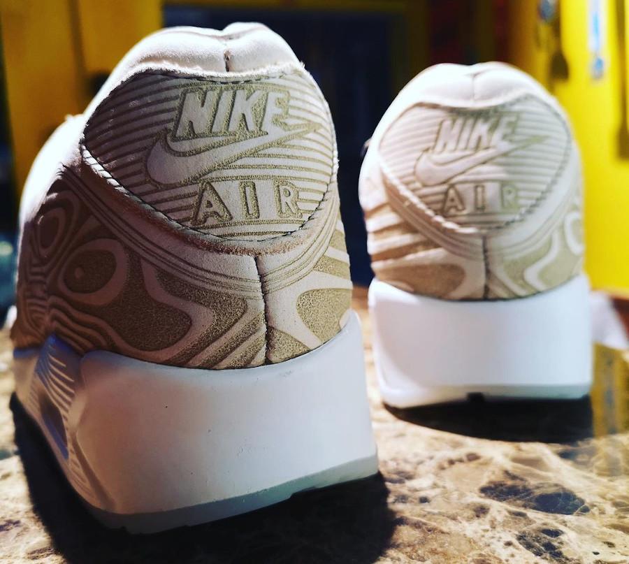 Nike AM90 PRM beige avec des gravures (2)