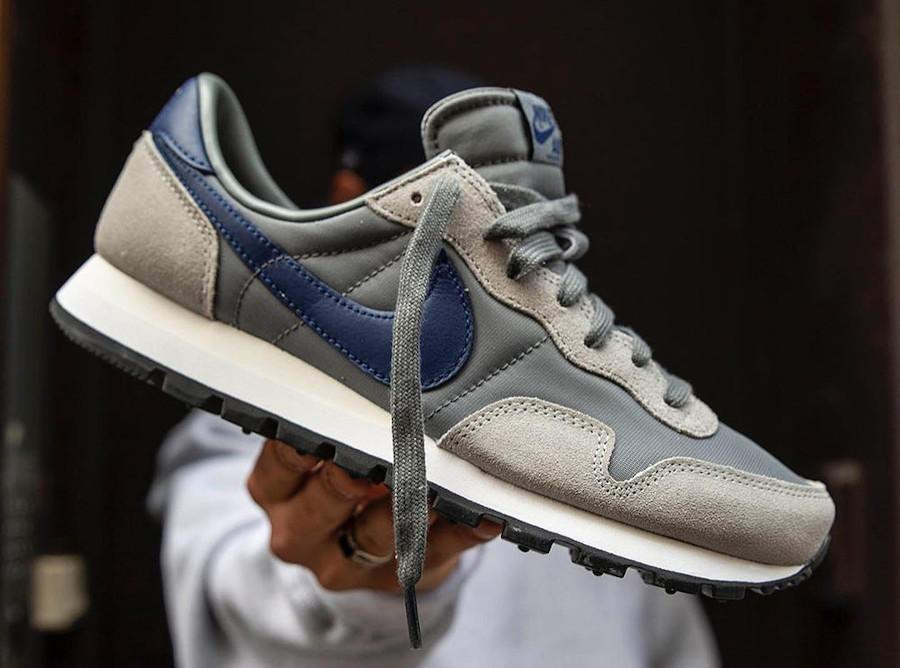 Nike Air Pegasus 1983 grise et bleu marine DJ6892 001 (1)