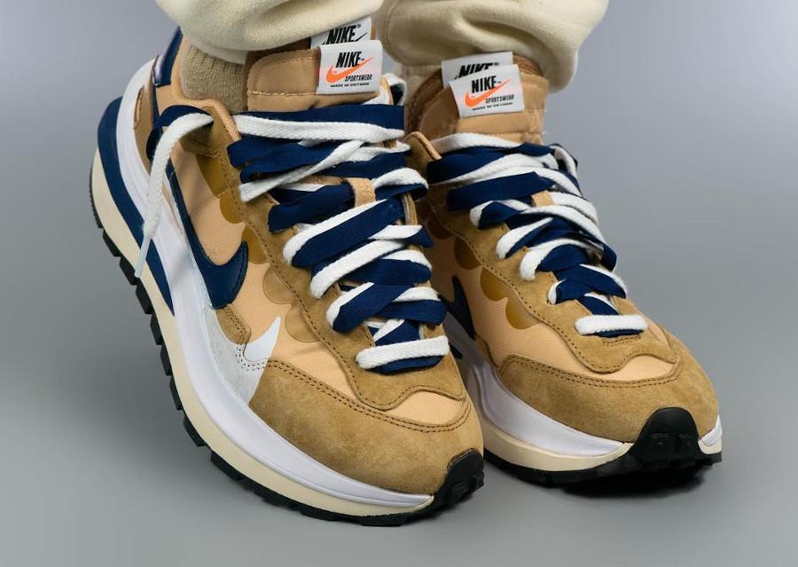 Nike Pegasus Vaporfly marron et bleu marine on feet (1)