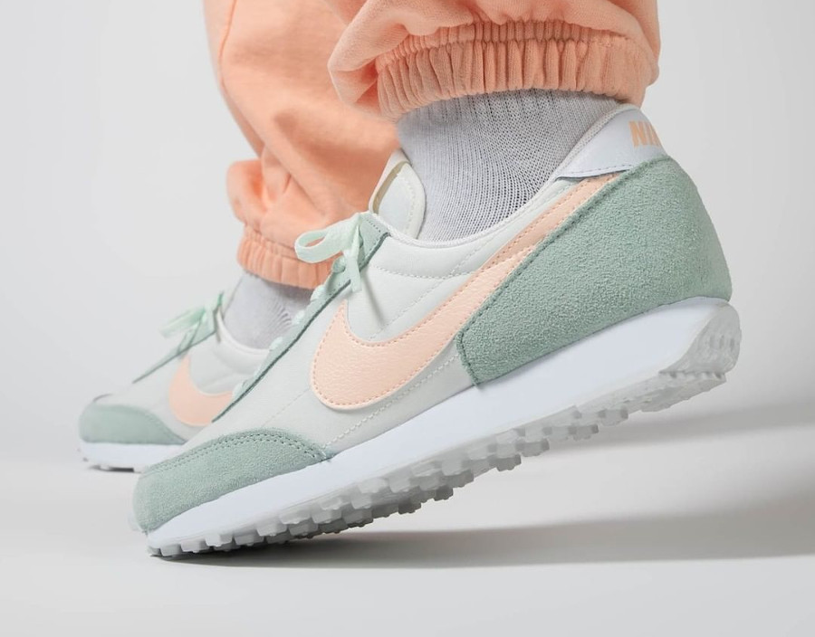 Nike Wmns Dbreak vert pastel et rose (2)