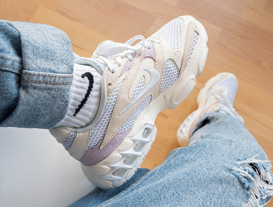 Nike Wmns Zoom Air Fire Caged 2 blanc cassé et violet (1)
