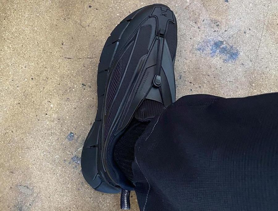 Reebok Zig 3D Storm Hydro noire on feet