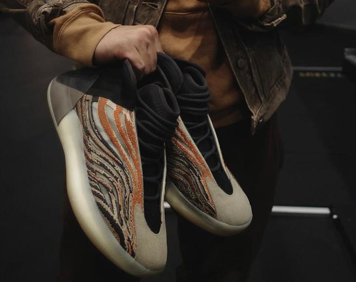 Adidas YZY QNTM imprimé tigre (2)