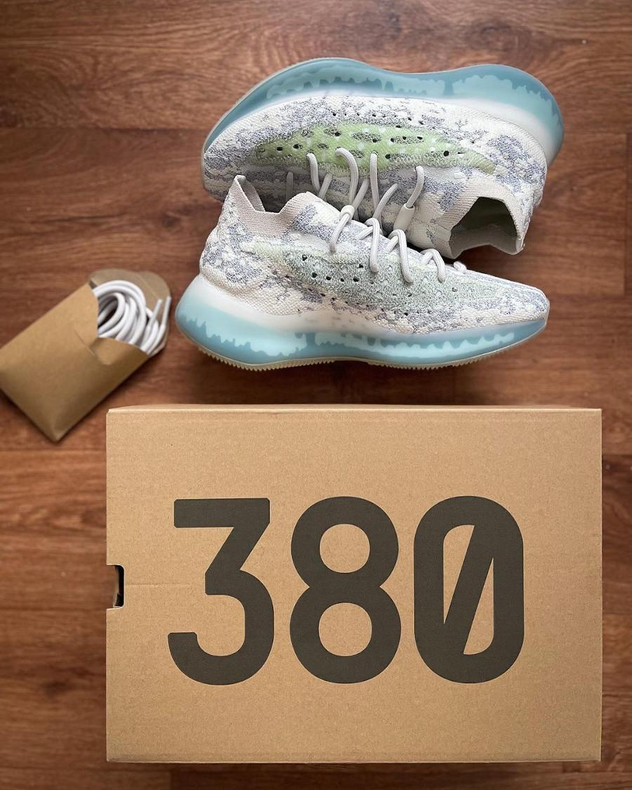 Adidas Yezzi 380 snakeskin gris et blanc réfléchissant 2021 (4)